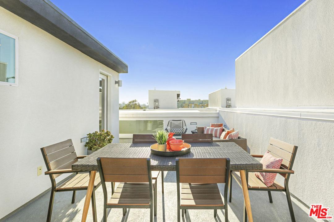 Photo of 11037 W MORRISON ST, North Hollywood, CA 91601