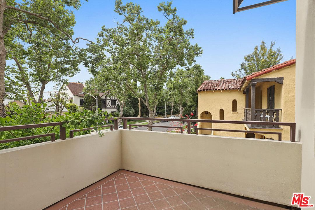Photo of 130 North SWALL Drive #201, Beverly Hills, CA 90211