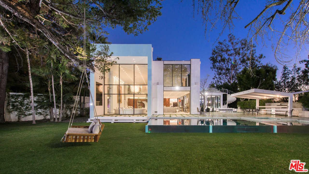 Photo of 1024 SUMMIT DR, Beverly Hills, CA 90210