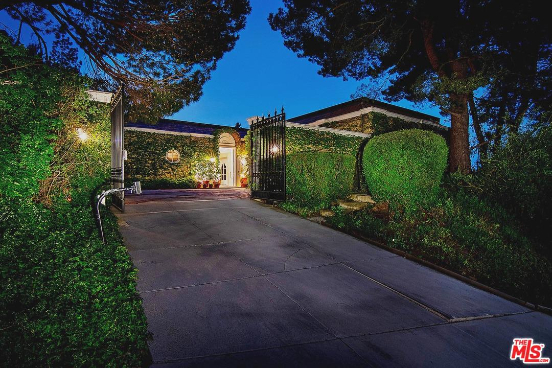 Photo of 1806 LOMA VISTA DR, Beverly Hills, CA 90210