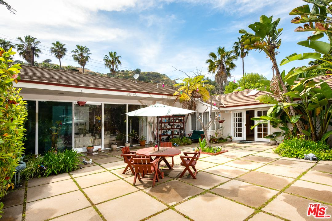 Property for sale at 1902 COLDWATER CANYON DR, Beverly Hills,  California 90210