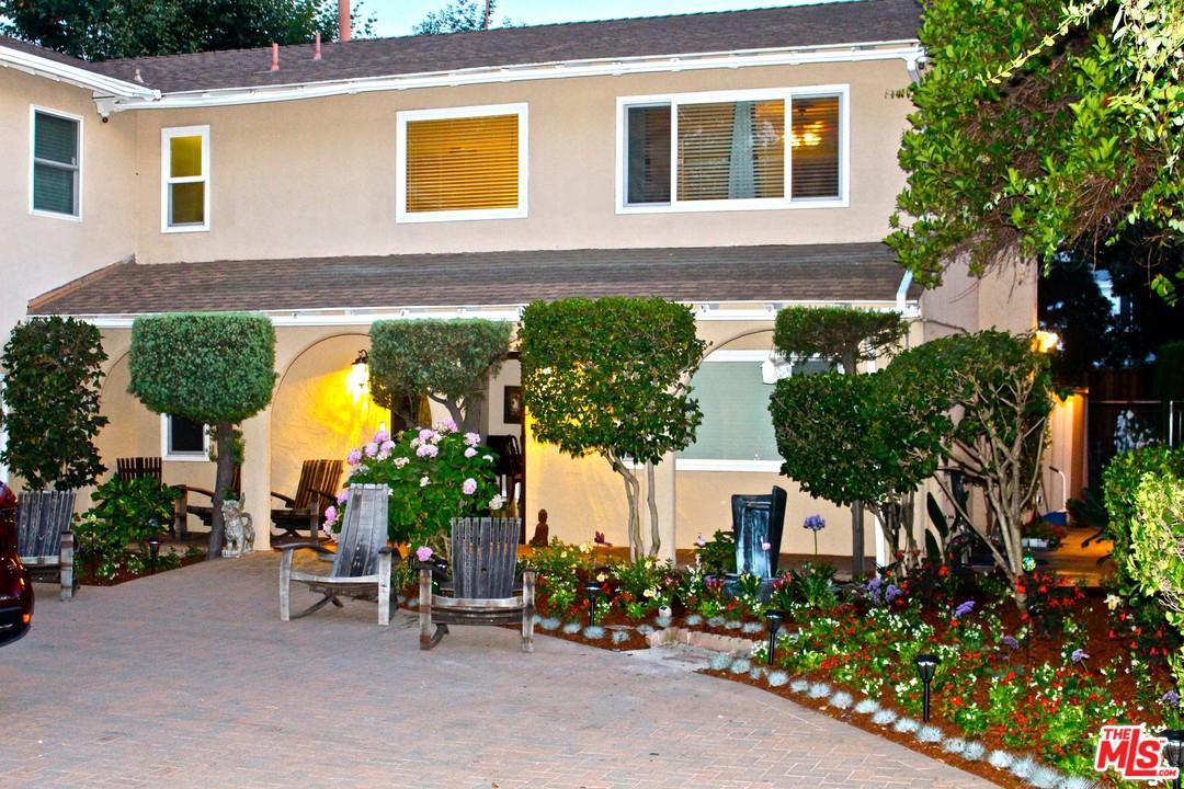 Photo of 13952 WEDDINGTON ST, Sherman Oaks, CA 91401