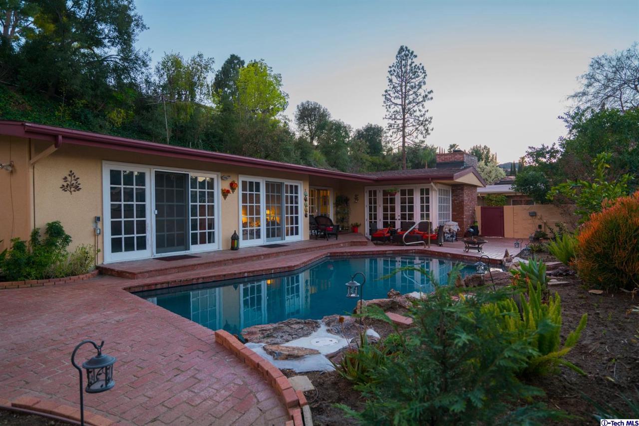 Photo of 15980 VALLEY WOOD ROAD, Sherman Oaks, CA 91403