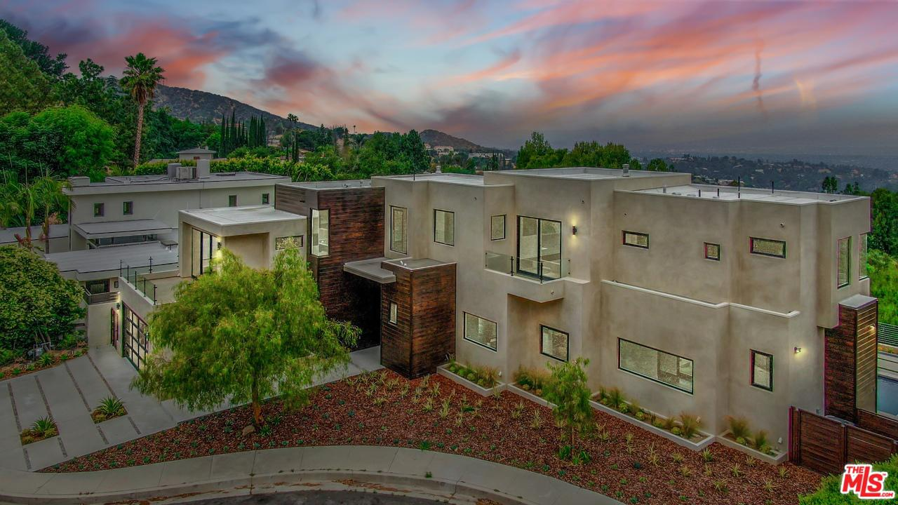 Photo of 16549 GOLDENROD PL, Encino, CA 91436