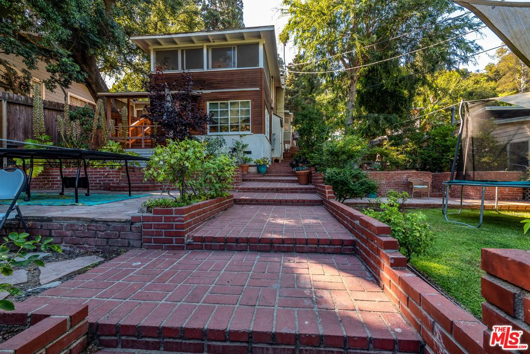 Photo of 8709 LOOKOUT MOUNTAIN AVE, Los Angeles, CA 90046