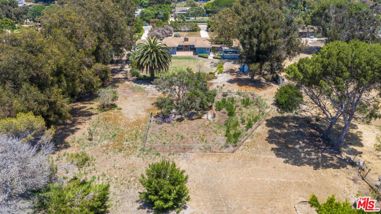 Photo of 6965 FERNHILL Drive, Malibu, CA 90265