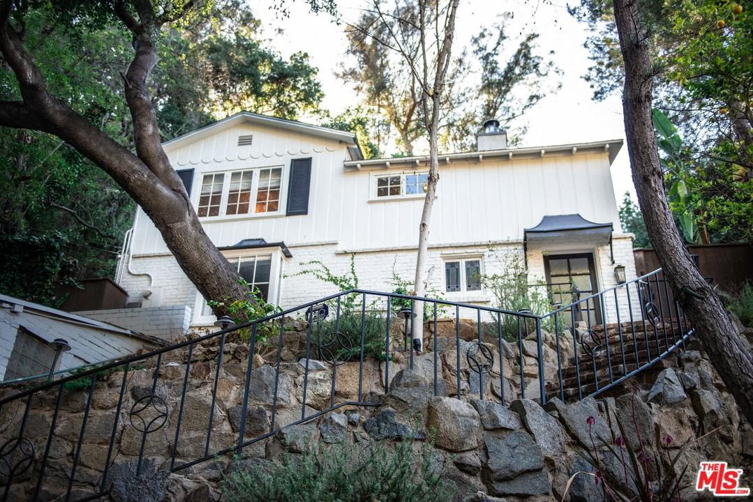 Photo of 8561 LOOKOUT MOUNTAIN AVE, Los Angeles, CA 90046