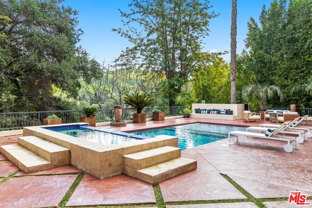 Photo of 15033 RAYNETA DR, Sherman Oaks, CA 91403
