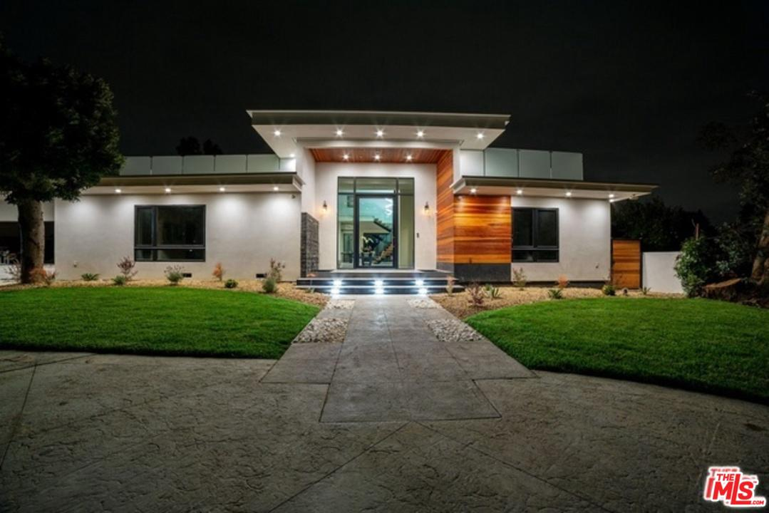 Photo of 17201 ALBERS ST, Encino, CA 91316