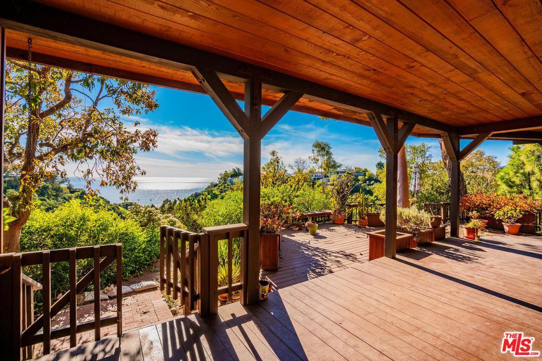Photo of 539 MUSKINGUM AVE, Pacific Palisades, CA 90272