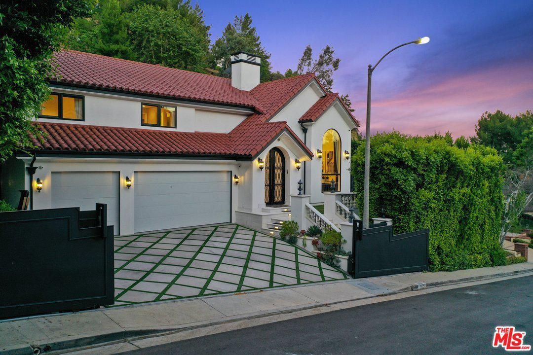 Photo of 3164 ABINGTON DR, Beverly Hills, CA 90210