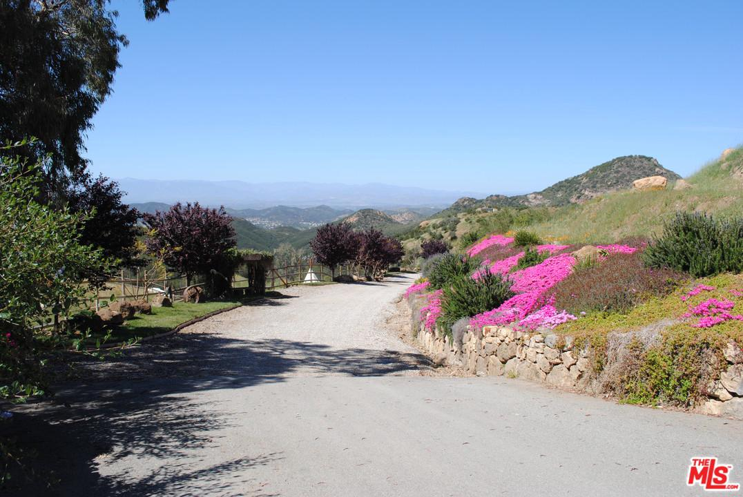 Photo of 33051 MULHOLLAND HWY, Malibu, CA 90265