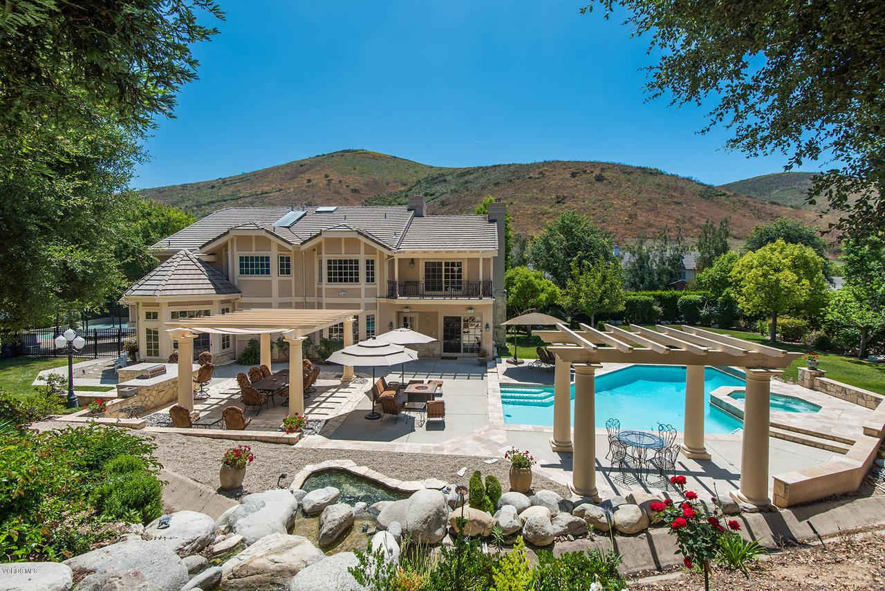 Photo of 927 COUNTRY VALLEY ROAD, Westlake Village, CA 91362