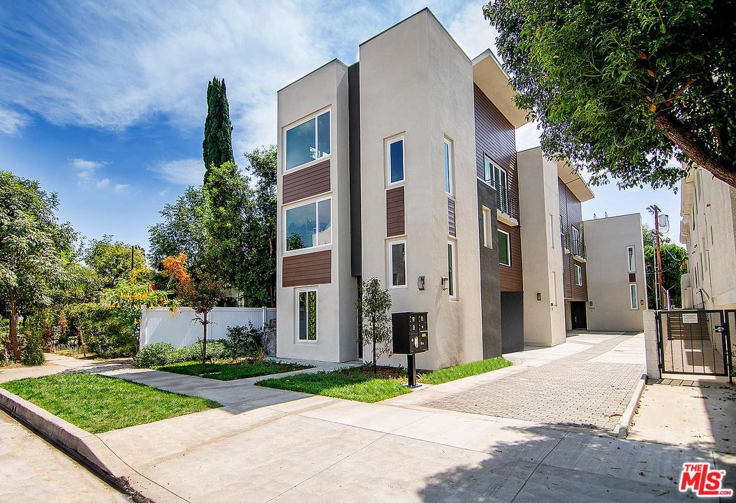 Photo of 10916 OTSEGO ST, North Hollywood, CA 91601