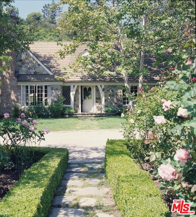 Photo of 1977 MANDEVILLE CANYON RD, Los Angeles, CA 90049