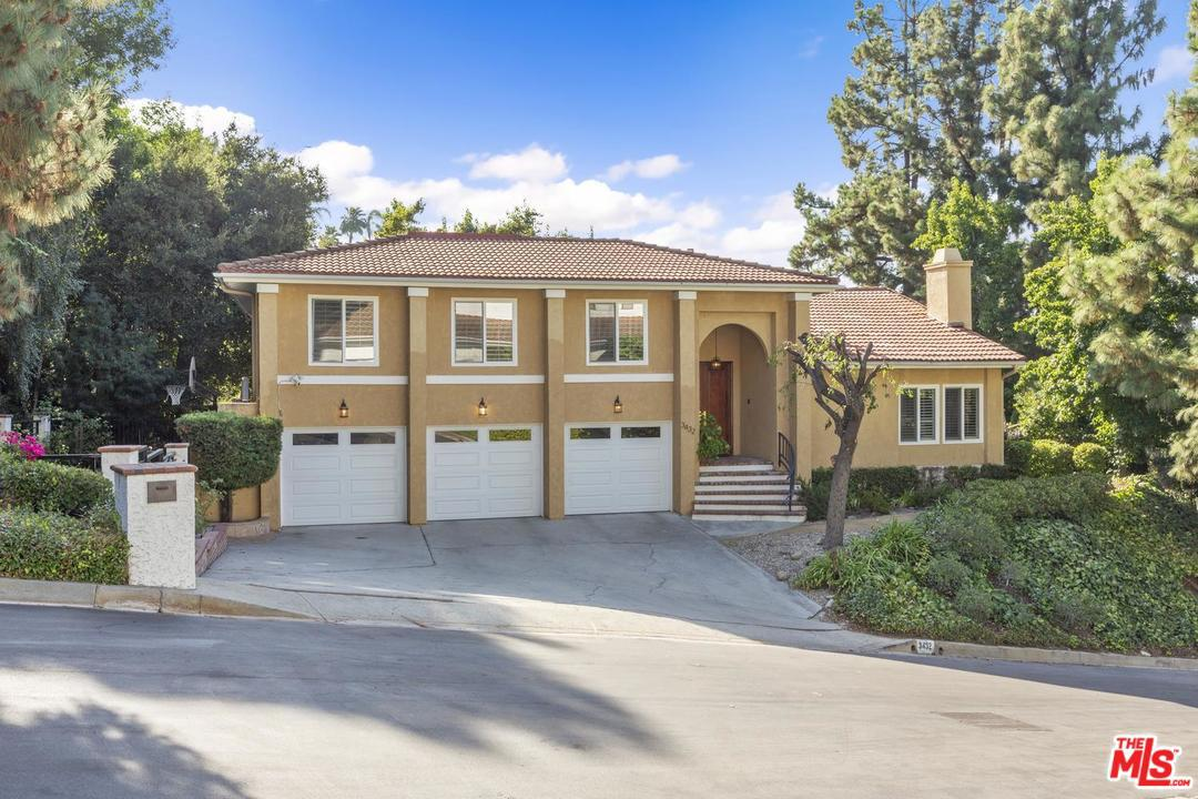 Photo of 3432 CLAIRTON PL, Encino, CA 91436