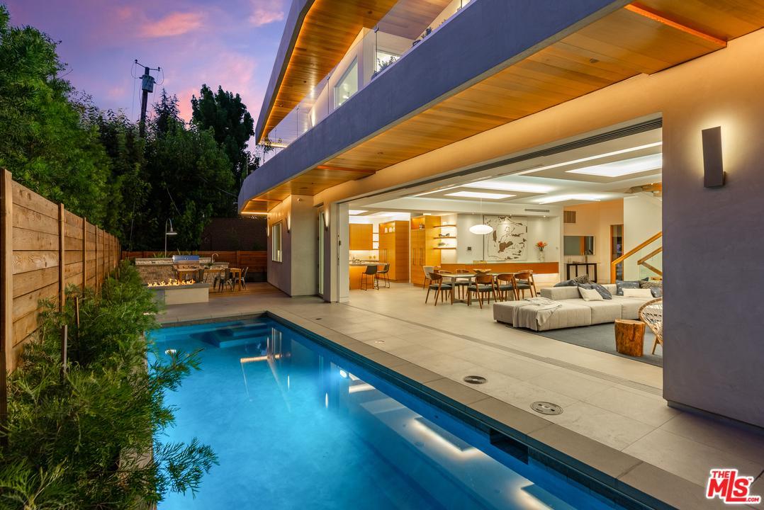 Photo of 4005 DIXIE CANYON AVE, Sherman Oaks, CA 91423