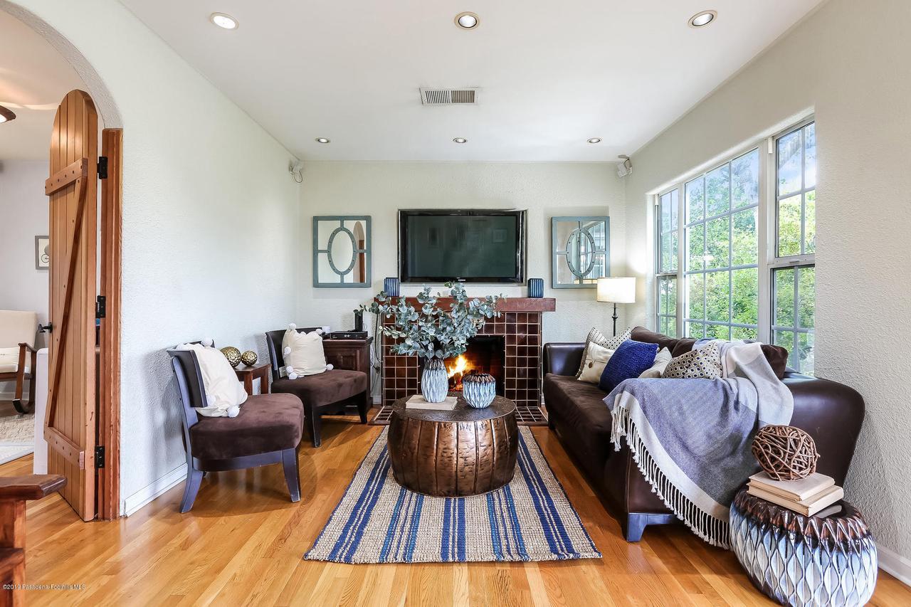 1654 GLEN AYLSA, Los Angeles (City), CA 90041 - 003-photo-living-room-6869764