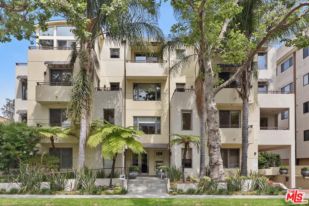 Photo of 130 North SWALL Drive #202, Beverly Hills, CA 90211