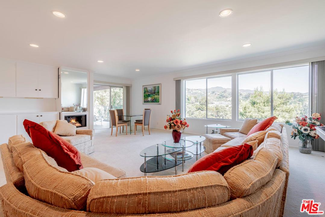 Photo of 17339 TRAMONTO DR, Pacific Palisades, CA 90272
