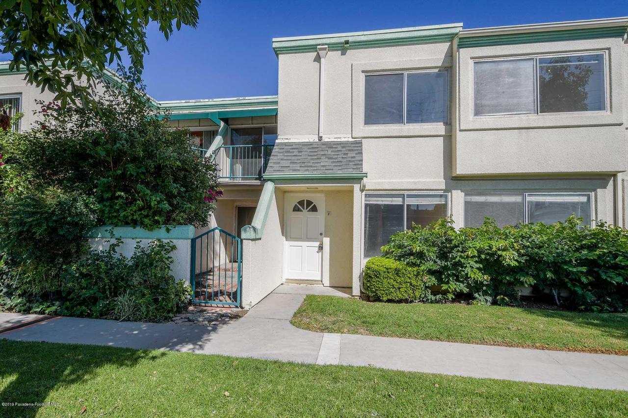 Photo of 18514 MAYALL STREET #F, Northridge, CA 91324