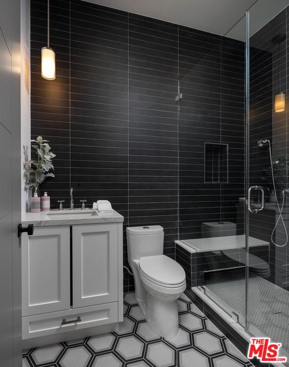 Hamptons Real Estate Showcase: 4533 CALHOUN Avenue, Sherman Oaks, CA 91423