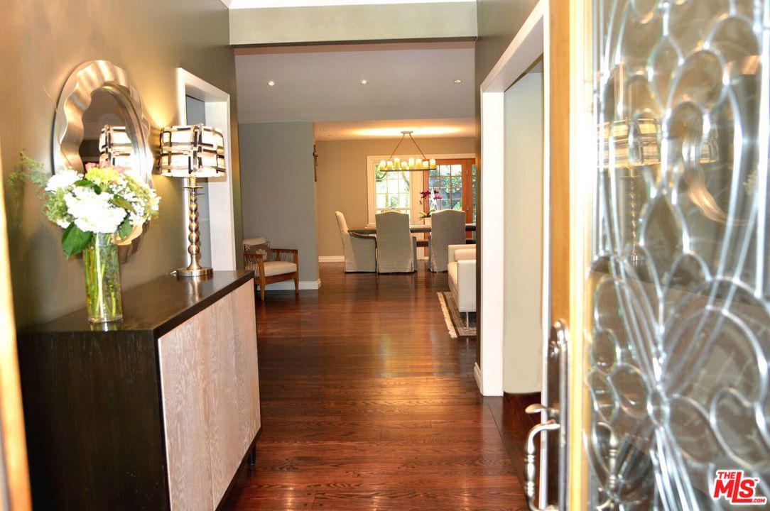 4312 WOODLEIGH Lane La Canada Flintridge, CA 91011