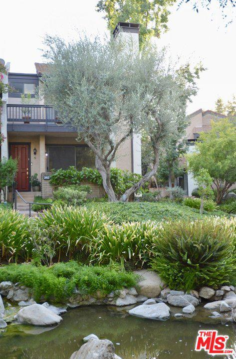 Photo of 21900 MARYLEE Street #262, Woodland Hills, CA 91367