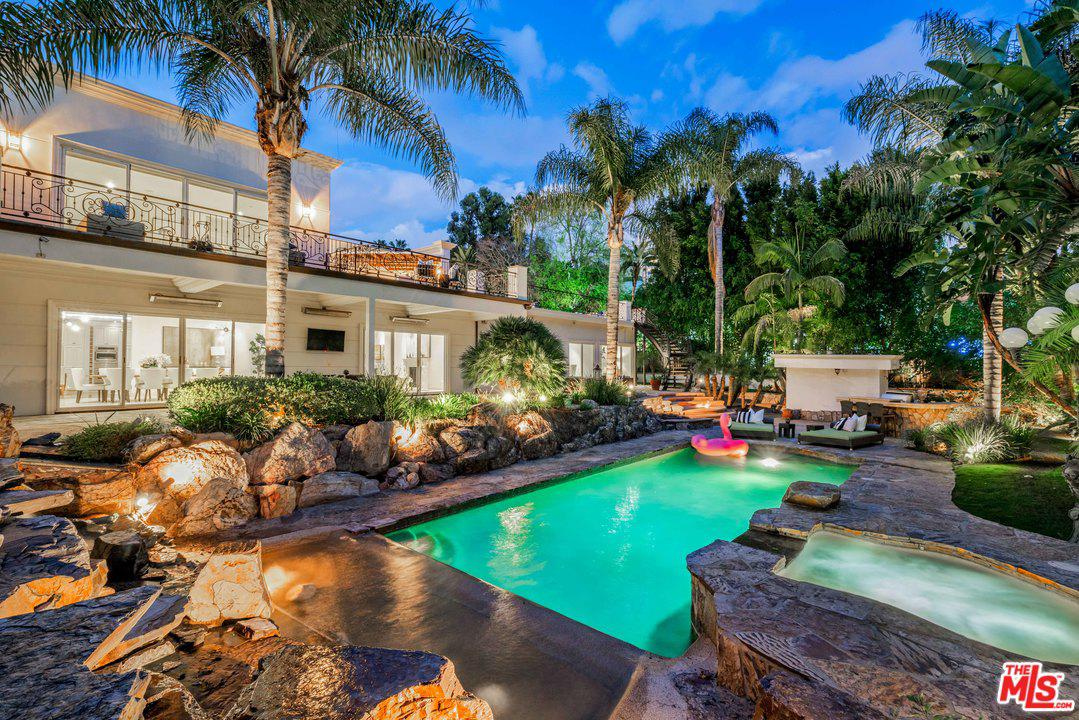 Photo of 9390 MONTE LEON Lane, Beverly Hills, CA 90210