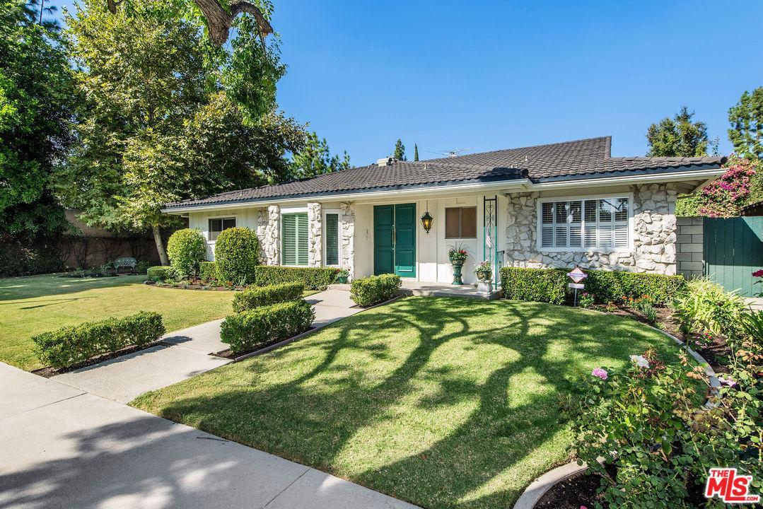 Photo of 17611 TUBA Street, Northridge, CA 91325