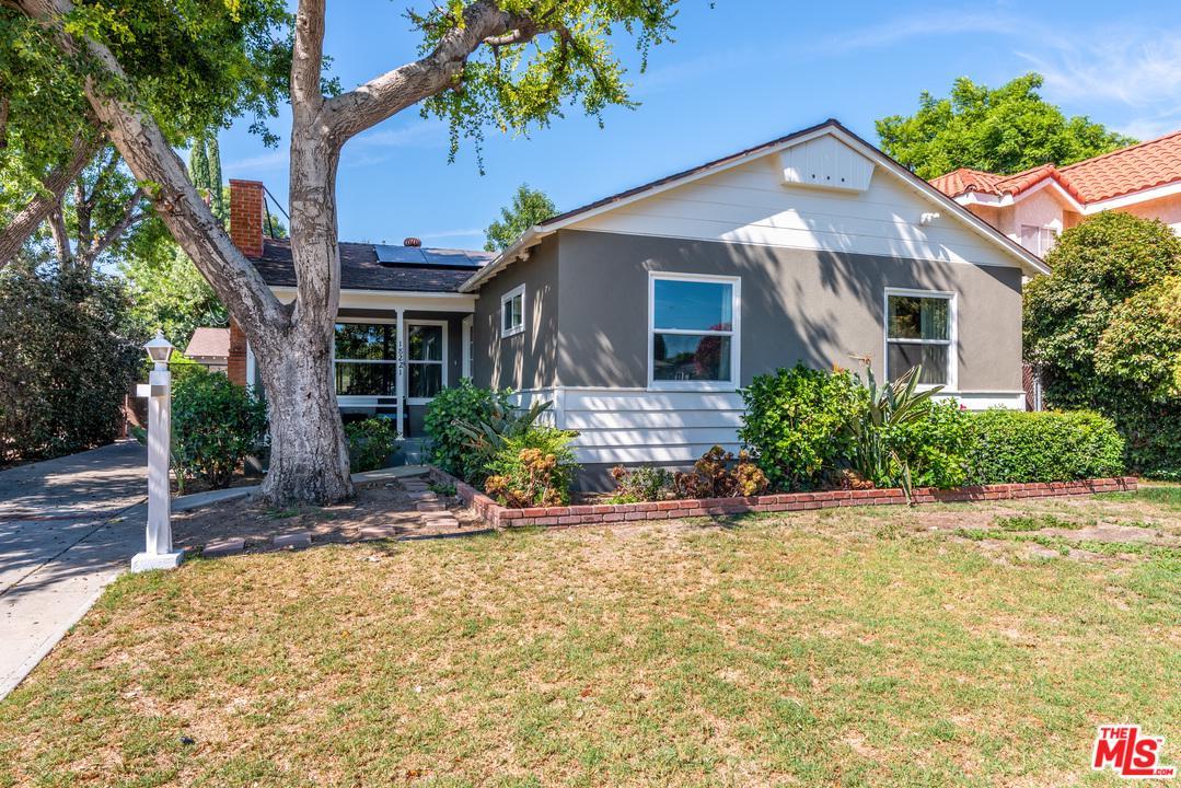 Photo of 18221 GRESHAM Street, Northridge, CA 91325