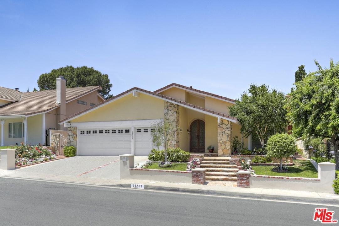 Photo of 11731 AVENIDA DEL SOL, Northridge, CA 91326