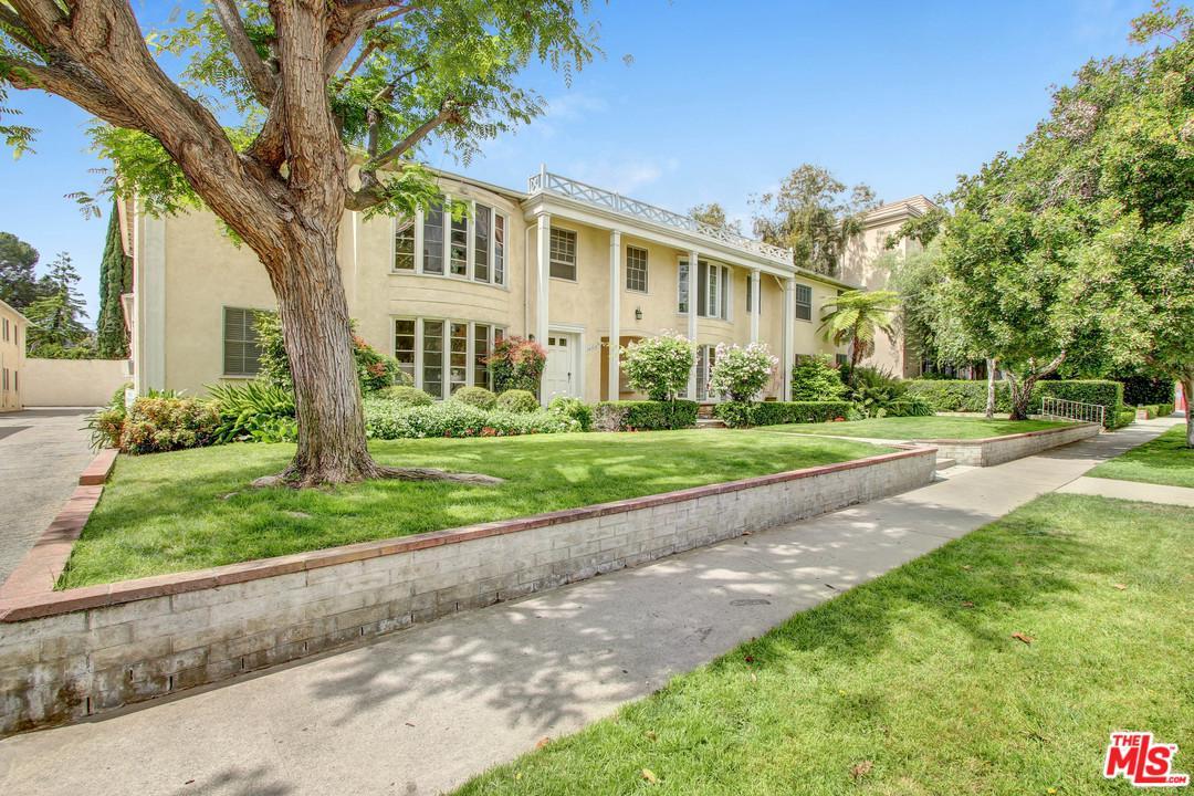 Photo of 15238 DICKENS Street, Sherman Oaks, CA 91403