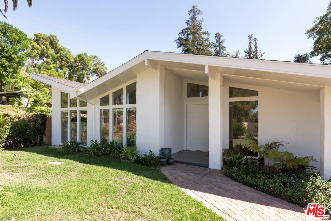 Photo of 20400 JUNEAU Place, Woodland Hills, CA 91364