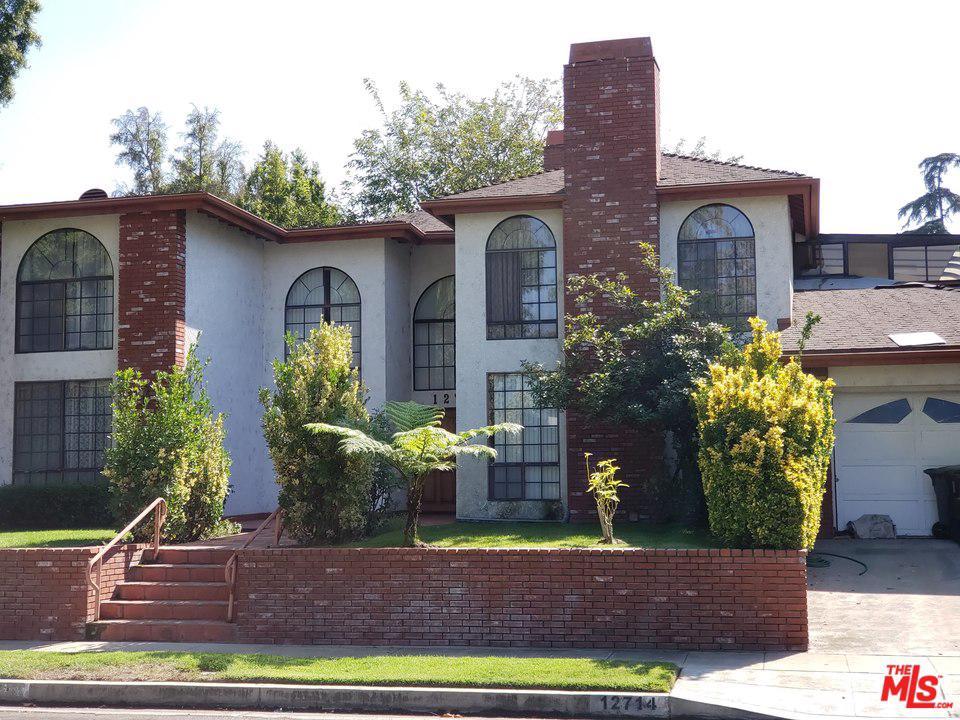 Photo of 12714 CUMPSTON Street, Valley Village, CA 91607