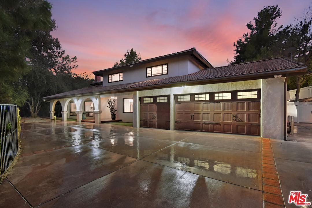 Photo of 20254 WELLS Drive, Woodland Hills, CA 91364
