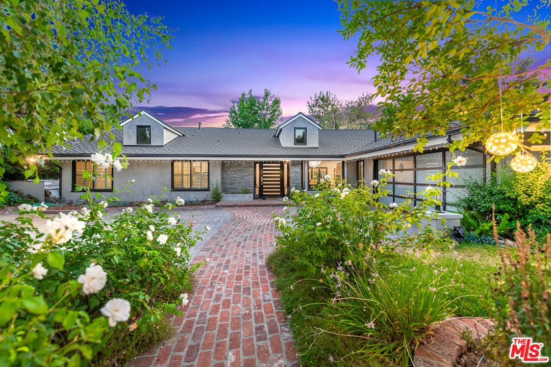 Photo of 4735 POE Avenue, Woodland Hills, CA 91364