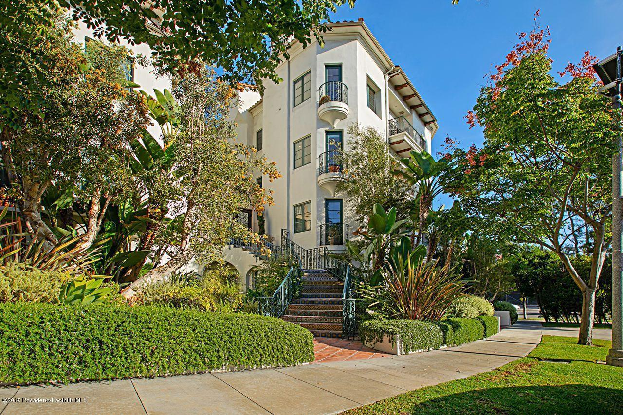Photo of 558 HILLGREEN Drive #300, Beverly Hills, CA 90212