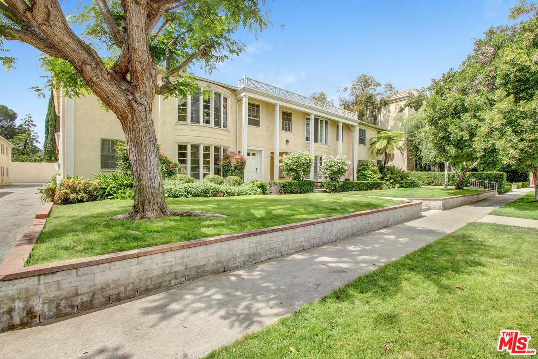 Photo of 15238 DICKENS Street, Sherman Oaks, CA 91403