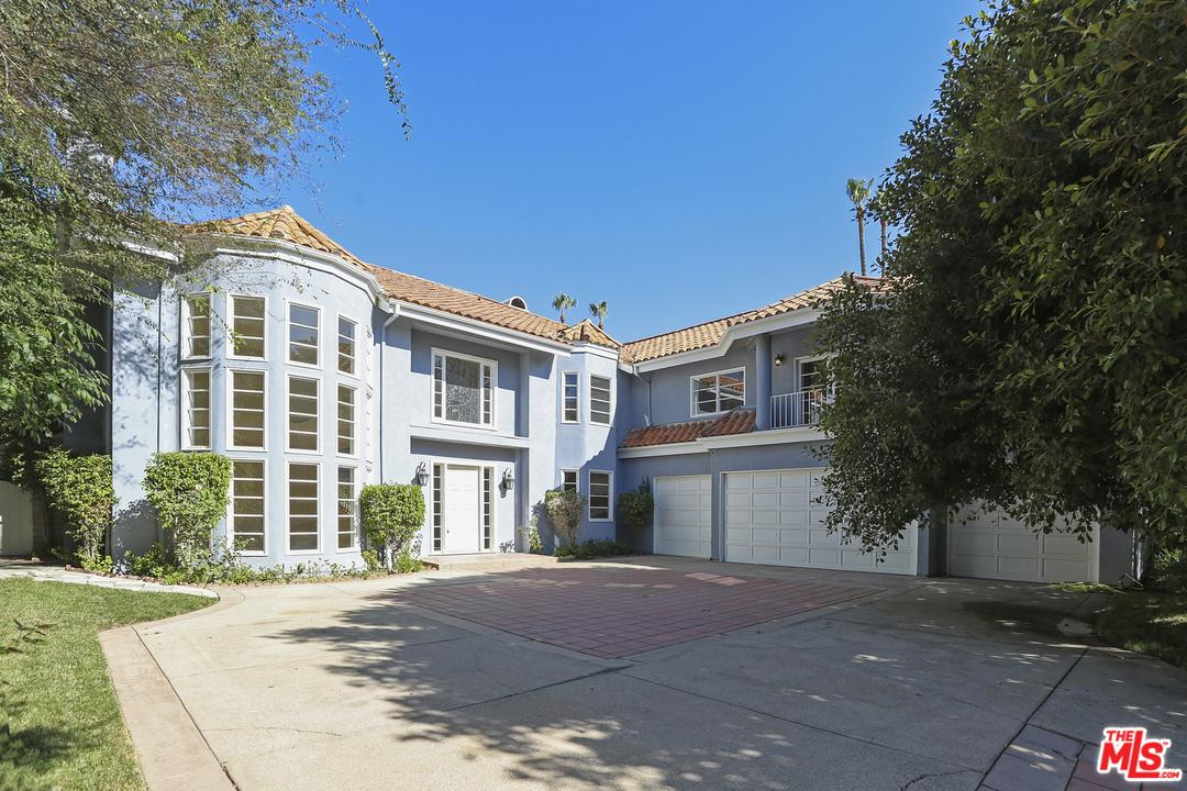 Photo of 10234 CANDLEBERRY Lane, Northridge, CA 91324