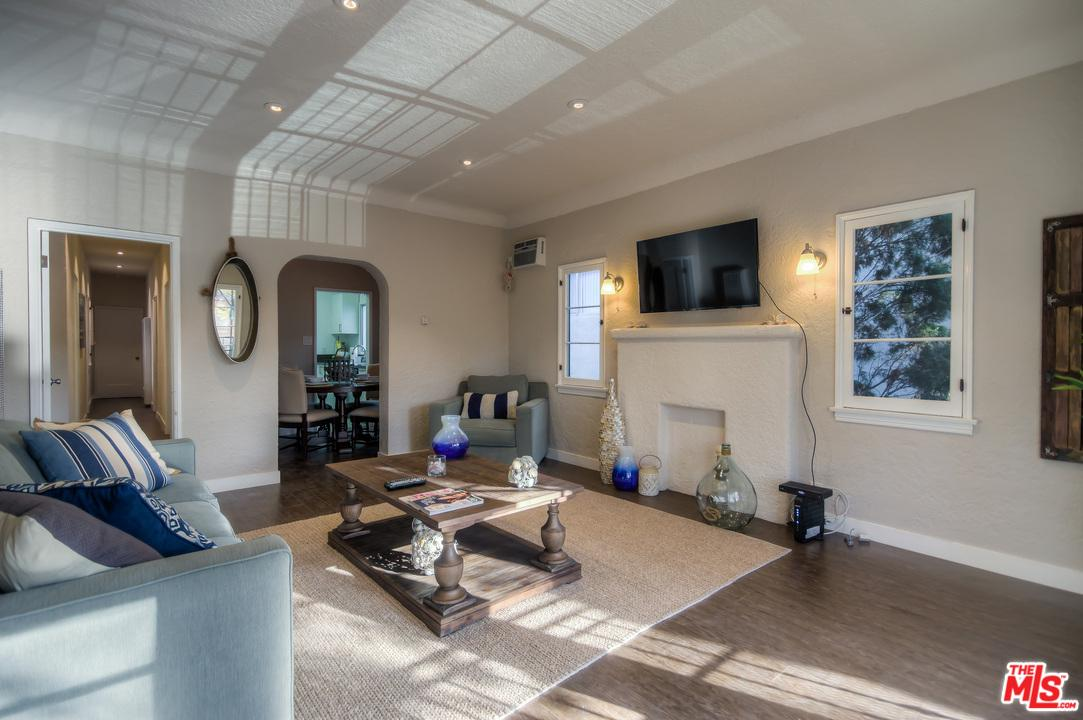 Photo of 210 South ARNAZ Drive #4, Beverly Hills, CA 90211
