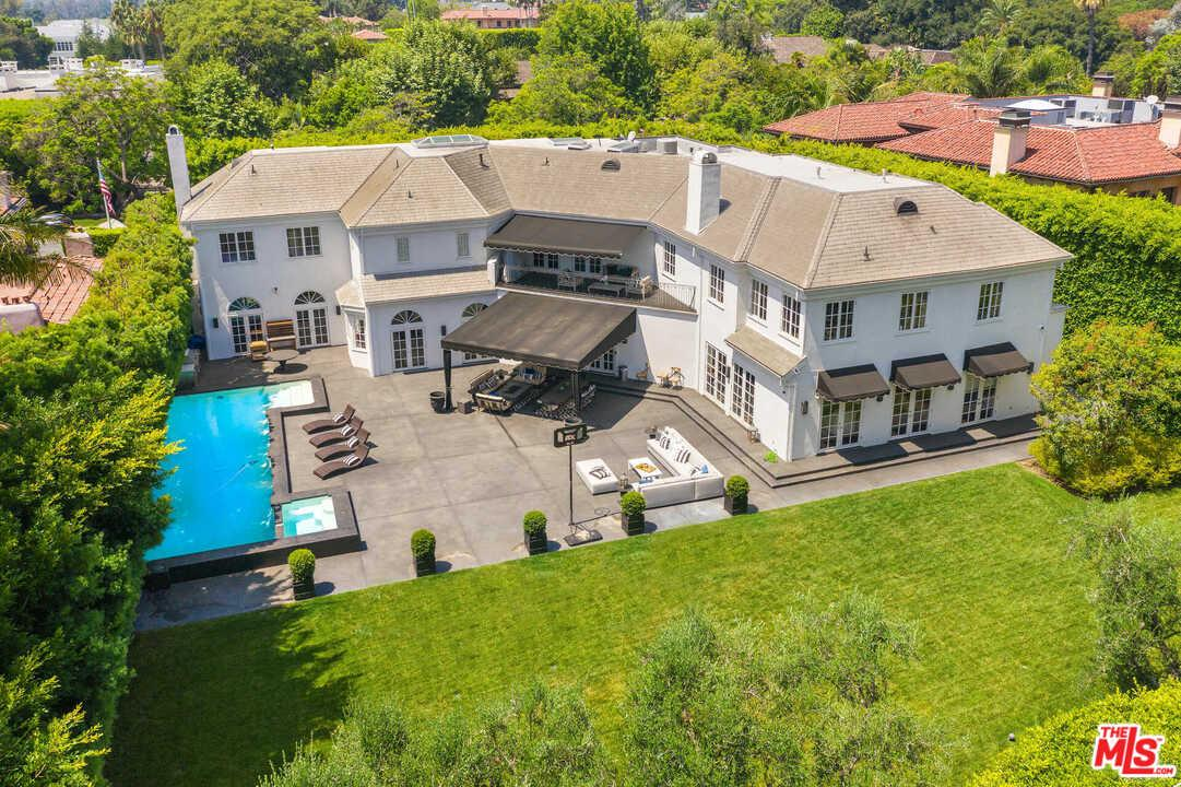 Photo of 820 North WHITTIER Drive, Beverly Hills, CA 90210