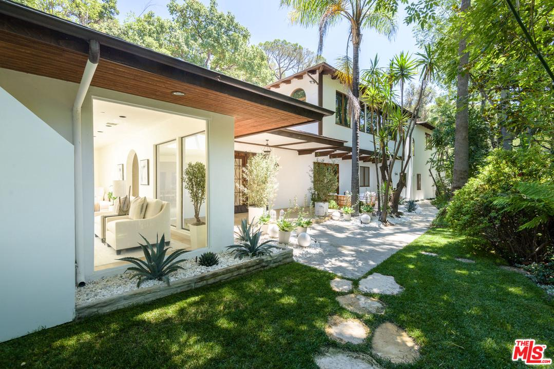 Photo of 3930 HOLLYLINE Avenue, Sherman Oaks, CA 91423