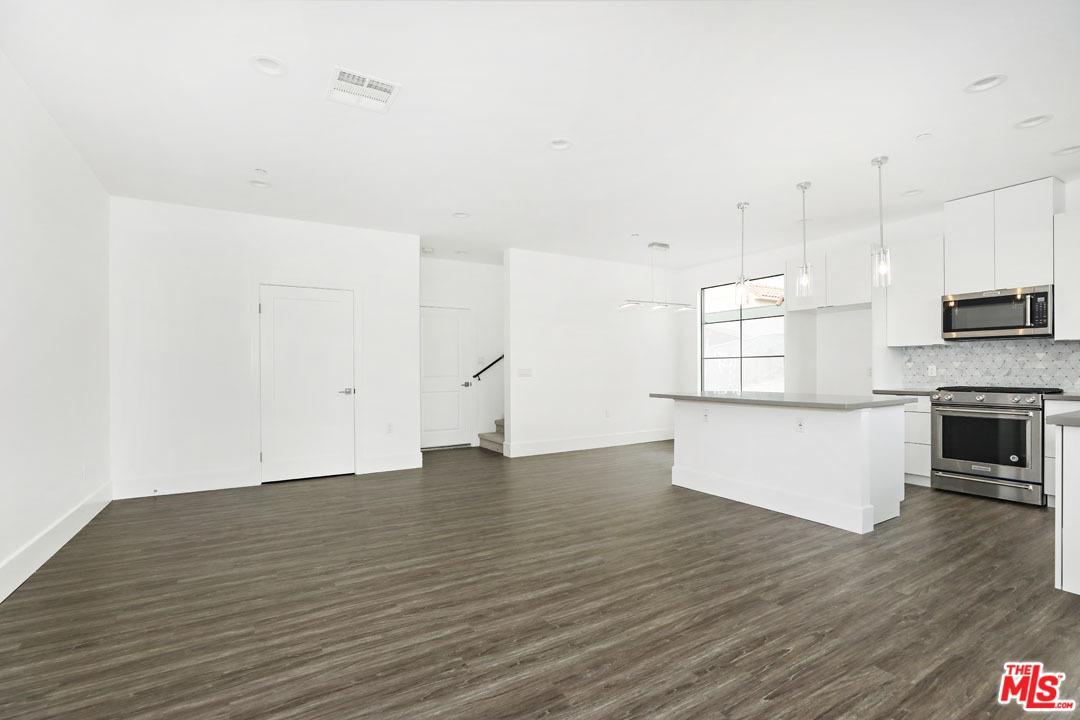 4201 PENNSYLVANIA Avenue, K2, La Crescenta, CA 91214