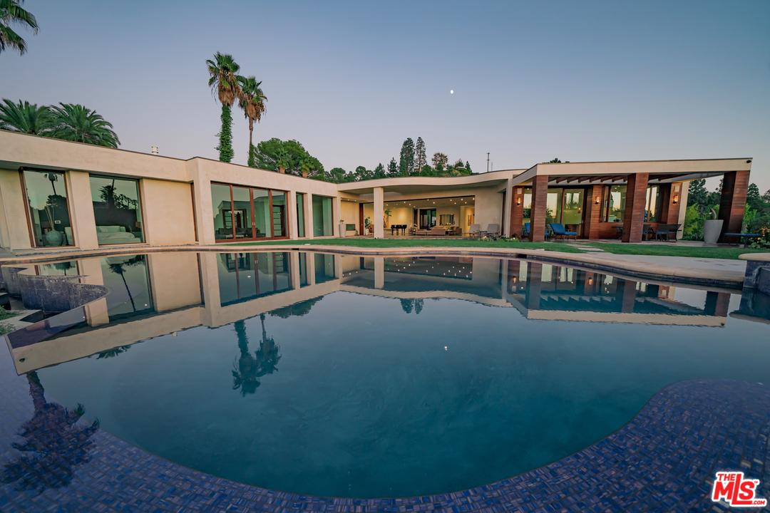 Photo of 455 CASTLE Place, Beverly Hills, CA 90210