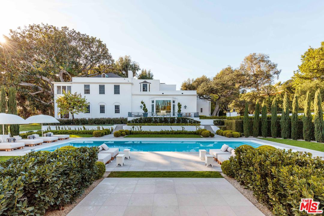 Photo of 809 North HILLCREST Road, Beverly Hills, CA 90210