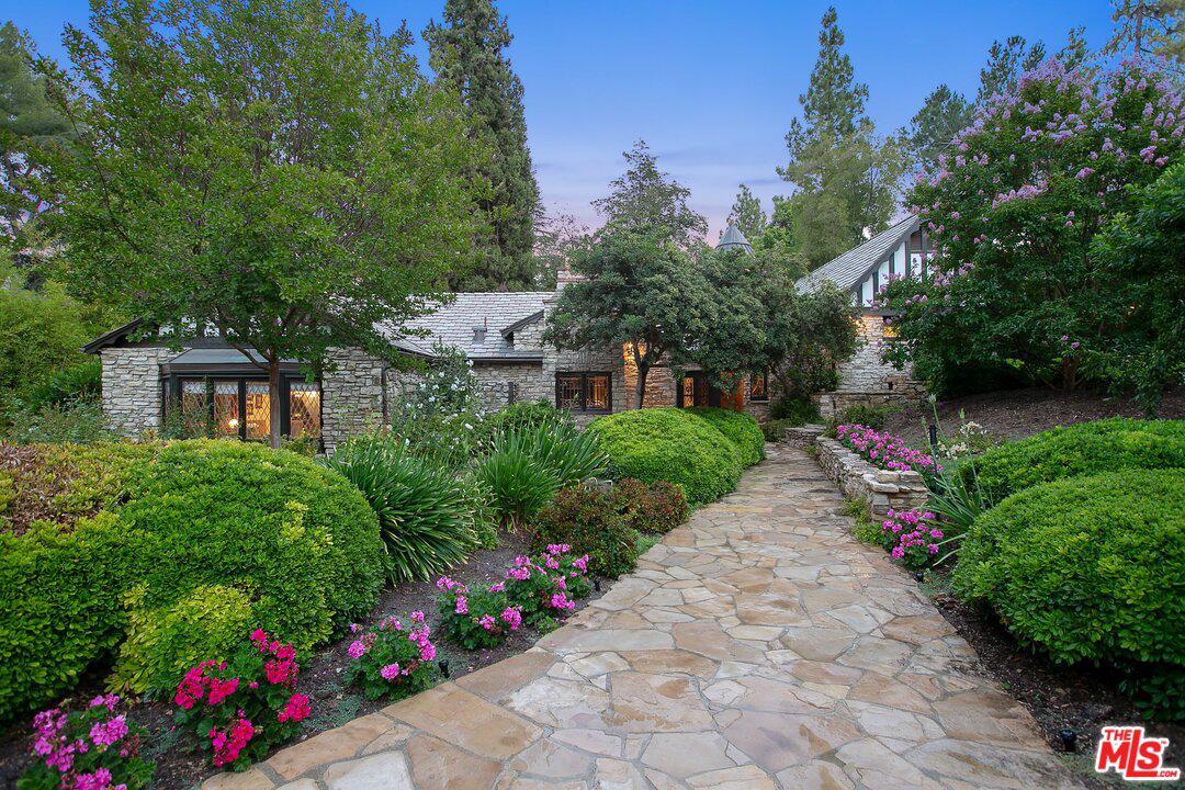 4880 QUEEN FLORENCE Lane, Woodland Hills, CA 91364