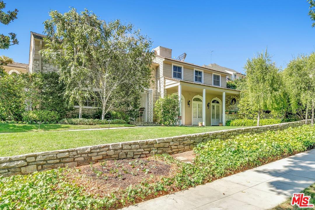 Photo of 555 WARNER Avenue, Los Angeles, CA 90024