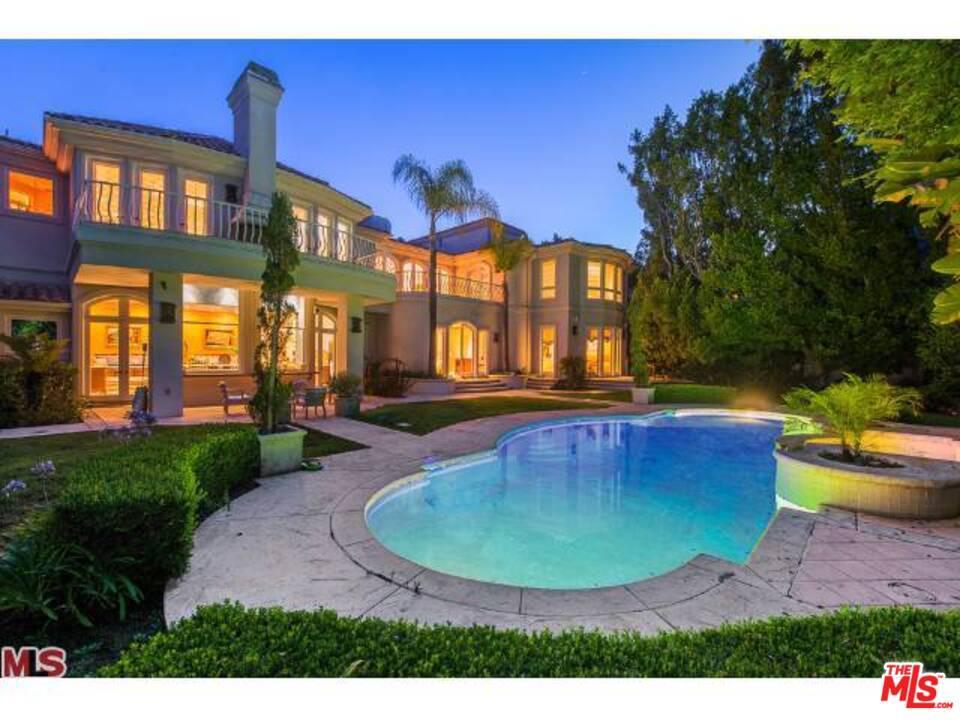 Photo of 1022 LAUREL Way, Beverly Hills, CA 90210