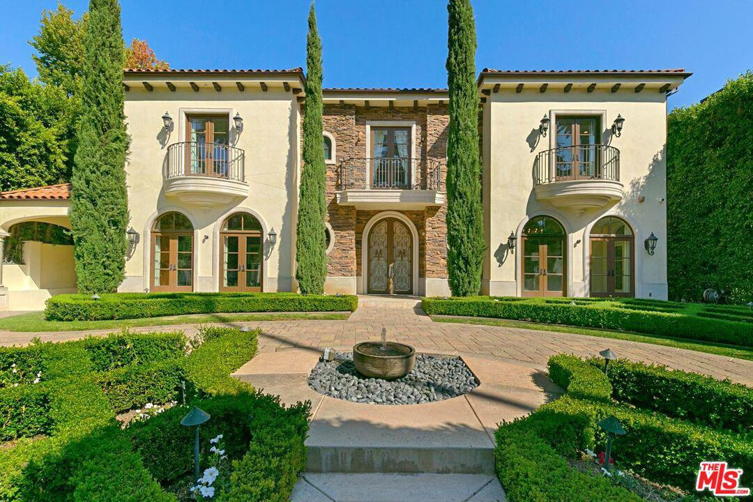 Photo of 926 North BEVERLY Drive, Beverly Hills, CA 90210